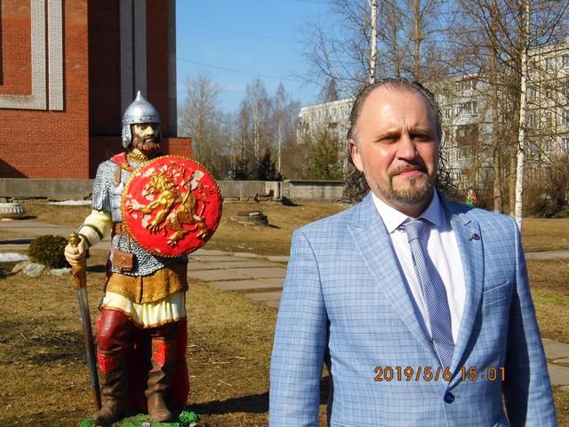 Андрей Букас во дворе ДК