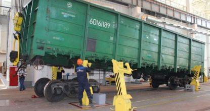 Ремонтируют вагоны