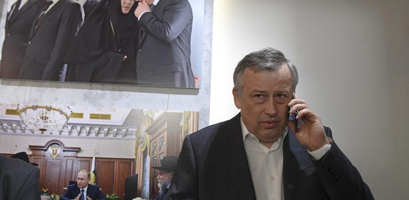 Дрозденко на фотовыставке  о Путине