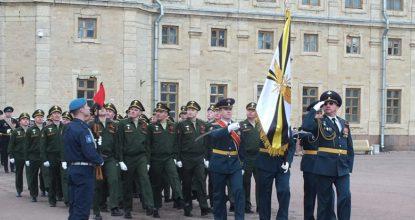 Парад на площаде у дворца