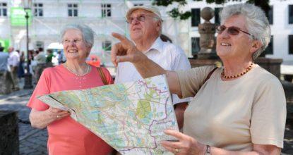 Пожилые экскурсоводы