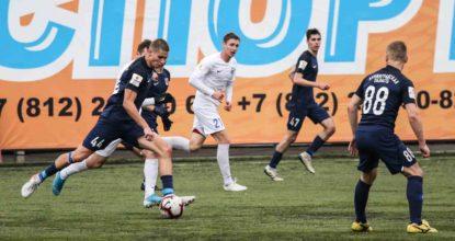 Футболисты клуба ленинградец