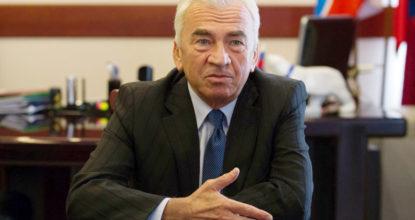 Сергей Бебенин  за столом