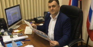 Константин Визирякин в кабинете