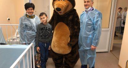 Поздравление детей в больнице