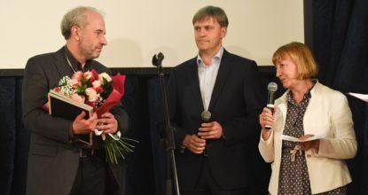 Ковачев получает премию