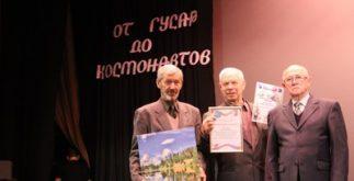 Андрей Колобовников в центре