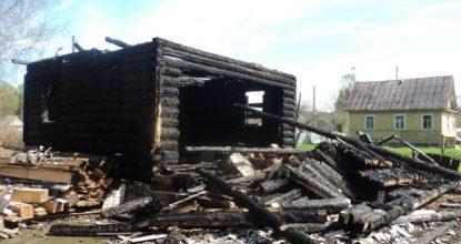 Сгоревший дом - угли