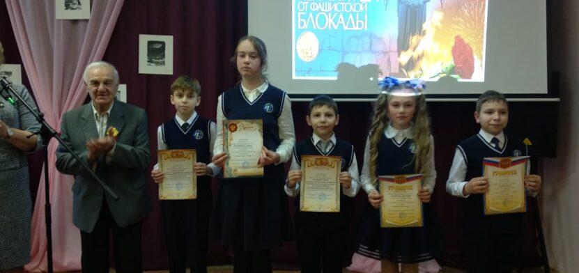 Георгий Акимов с детьми
