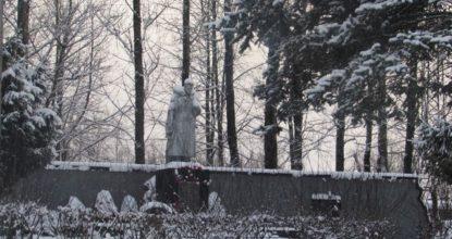 Памятник Манину
