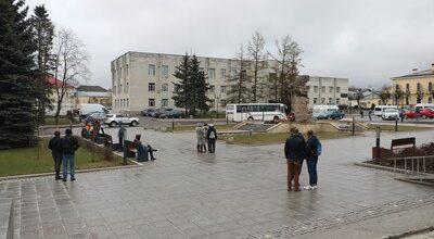 Площадь с протестующими