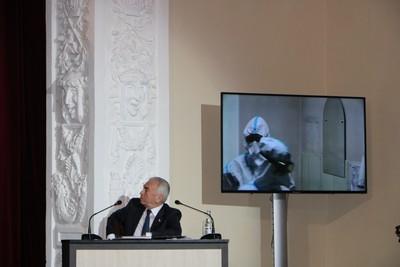 Сергей Бебенин слушает отчёт губернатора