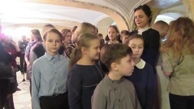 Экскурсия детей во дворце