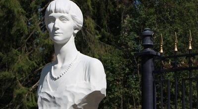 Памятник Ахматовой