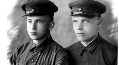 Иван Тужилов с сослуживцем (справа). Фотография 1941 года