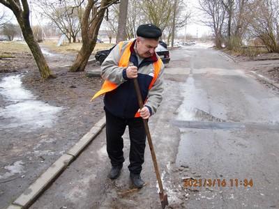 Рабочий комплексной уборки Анатолий Чернецов