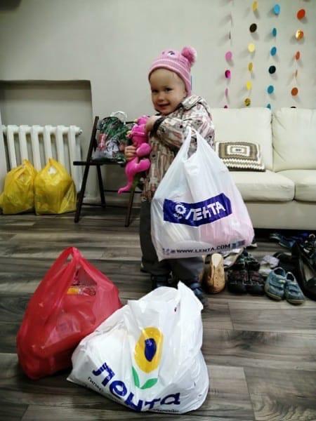 Девочка с пакетом