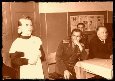 Г.С.Титов в школе, директор Сиверской СОШ №1 Соловьёв И.М. Фото Аркадия Каца