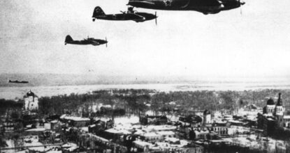 Советские самолёты над Гатчиной