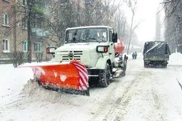 Чистят снег