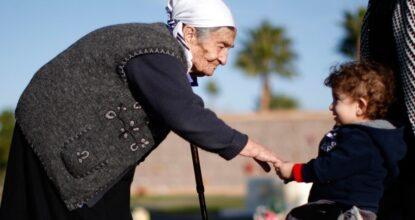 Бабуля с малышом