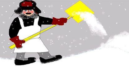 Дворник уберает снег