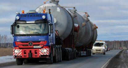 Большая машина на дороге