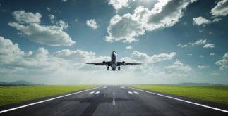 Взлётная полоса и самолёт