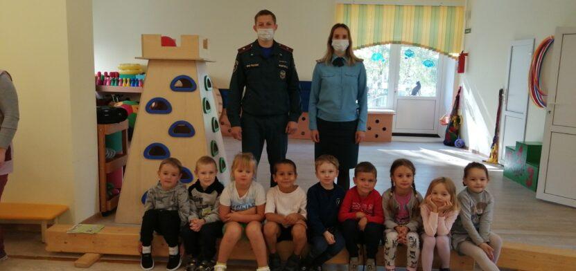 v-leningradskoy-oblasti-provedeny-otkrytye-uroki-na-temu-pozharnoy-bezopasnosti_1631606100939153580__2000x2000