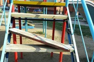 Аварийная детская площадка